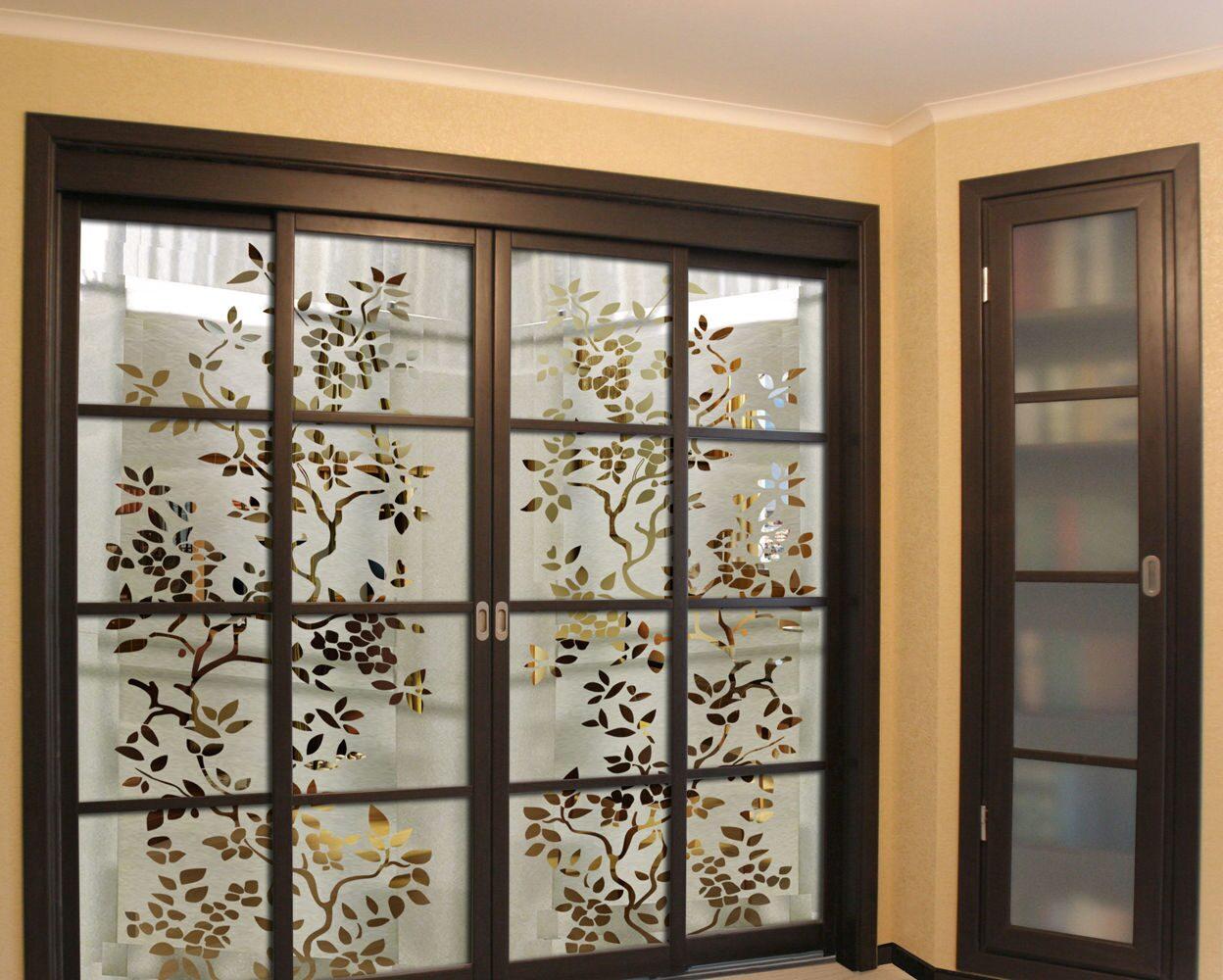 Витражи в двери-купе/перегородки,раздвижные межкомнатные и ...: http://blueglass.ru/vitrazhi-v-dveri-kupe/peregorodki-i